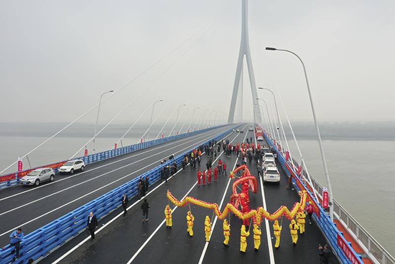 高开公司参建的嘉鱼长江公路大桥顺利通车